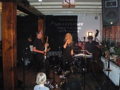 Ilonka van Veen zong op 2 januari 2011 enkele nummers bij Barksdale Jazz Moment.