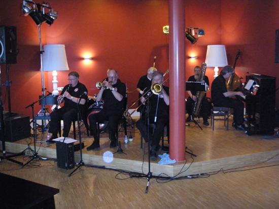 De jazzmiddag van 4 april 2010 in het Cool Café werd verzorgd door de Chicago Jazzband.