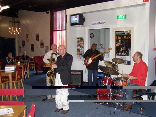 """Chicken's Jazz Egg op 11 november 2007 in de Foyer van de """"tijdelijke"""" Schakel."""