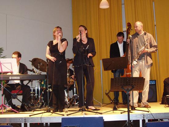 """""""Get Jazzed"""" (met twee zangeressen!) verzorgde de muziek op 31 maart 2006."""