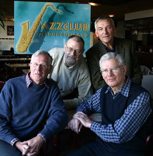 Het Jazzclubbestuur in maart 2003 (v.l.n.r. Bob Budde, Han Rademakers, Ben van Venrooij en Ton Molenberg).
