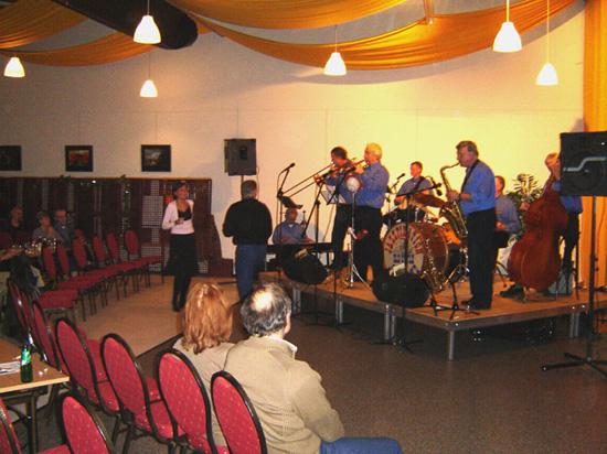 """""""Jazzpiration"""" uit Enkhuizen kreeg de benen van de vloer op 16 december 2005."""
