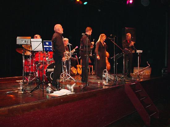 """De """"New Dixie Dawn"""", op 27 februari 2004 versterkt met zangeres Erna van Es."""