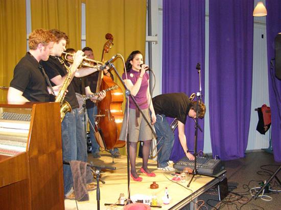 """De """"Oriëntal Jazzband"""" uit Enkhuizen bestaat uit allemaal jonge mensen. De gemiddelde leeftijd is 22 jaar!"""