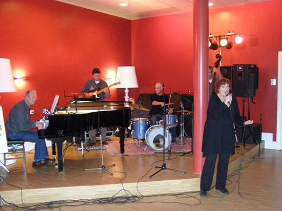 Tijdens de jazzmiddag van 25 januari 2009 verzorgde Out of Nowhere de muziek.