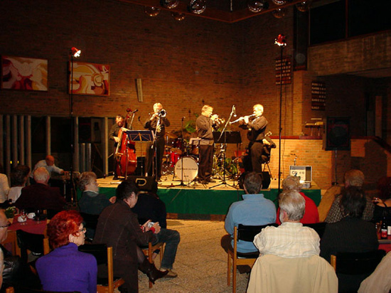 """De eerste clubavond in de Exodus Kerk op 29 oktober 2004 met de """"Royal Dutch Band"""