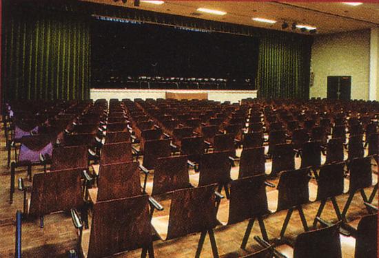 """De theaterzaal van de """"oude"""" Schakel, de lokatie van de Jazzclub vanaf begin 2002."""