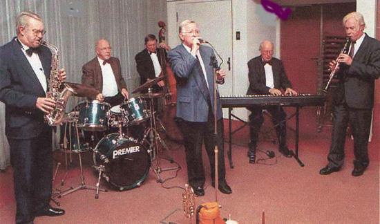 """Het 2e seizoen werd op 27 oktober 2000 geopend met de """"Sunshine Dixieland Jazzband""""."""