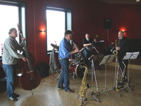 De Whaletown Jazzband op 22 maart 2009 in het Cool Café.