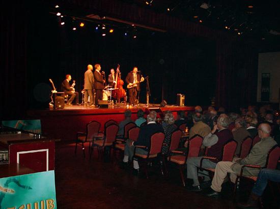 """De """"Willick Square Jazzband"""" opende het seizoen op 25 oktober 2002."""
